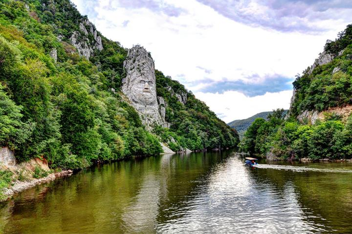 Cazanele Dunarii -  Croaziera pe Clisura Dunarii, Explore Travel